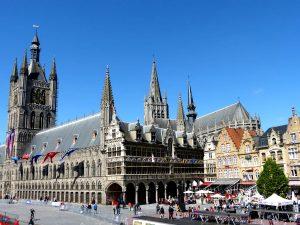 guia completa para visitar Brujas - stadhuis