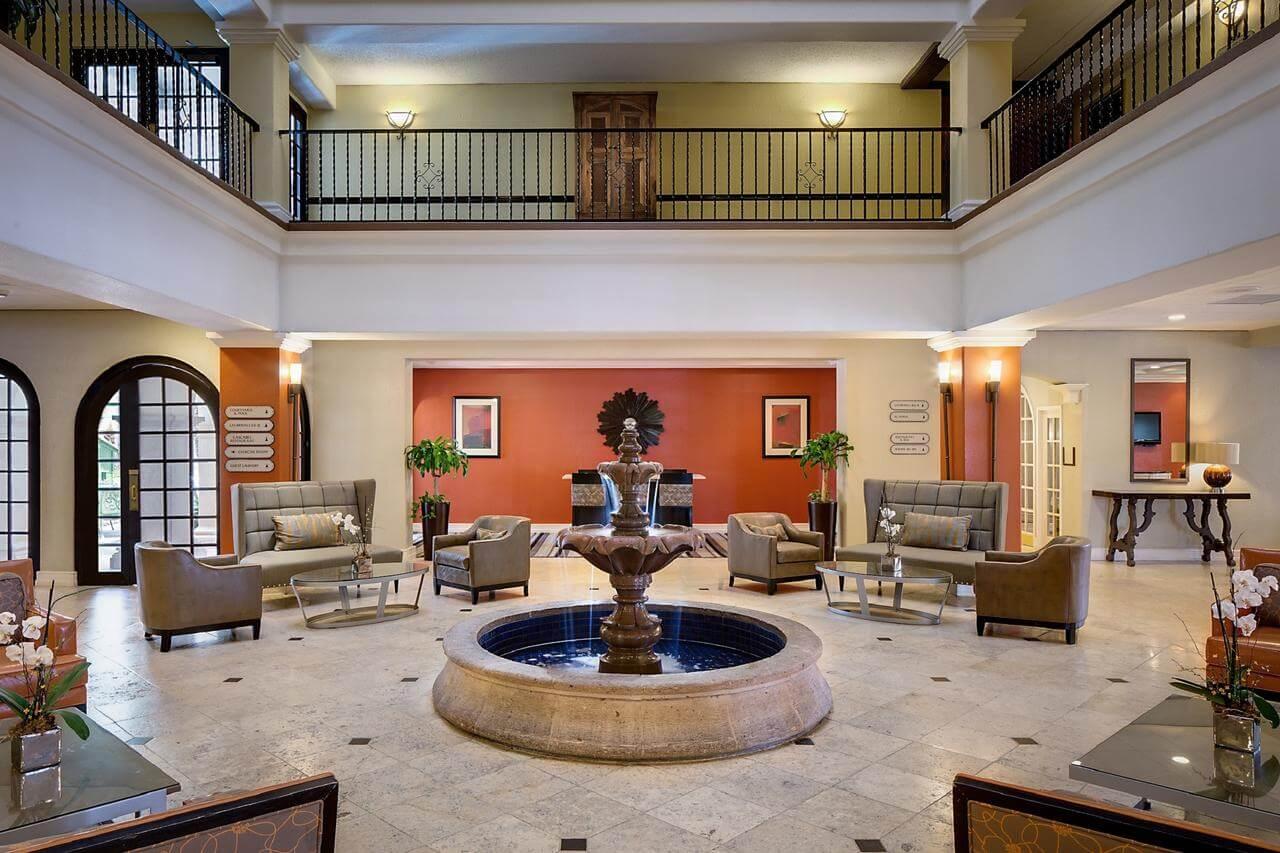 Lobby del DoubleTree by Hilton Hotel San Antonio Airport - mejores paquetes vacacionales a San Antonio
