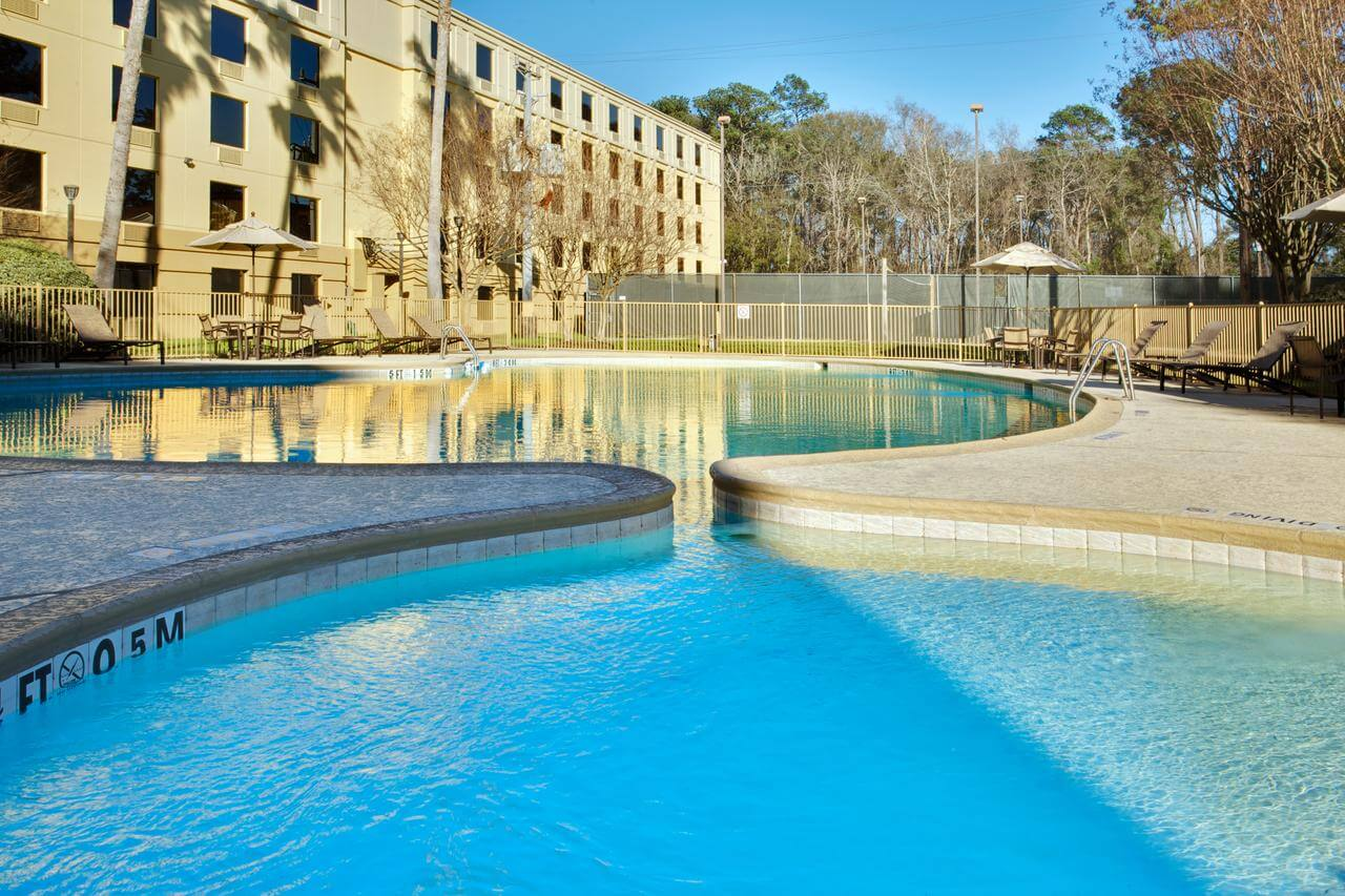 Piscina del Holiday Inn Houston Intercontinental Airport - mejores paquetes vacacionales a Houston