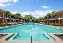 Piscina del hotel Ramada Kissimmee Gateway - mejorese paquetes vacacionales a Orlando