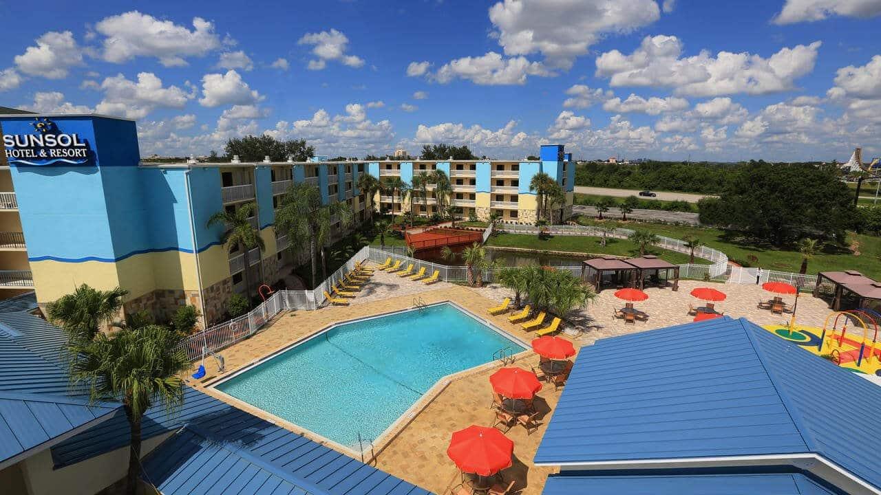 vista aérea del hotel Sunsol International Drive - mejores paquetes vacacionales a Orlando