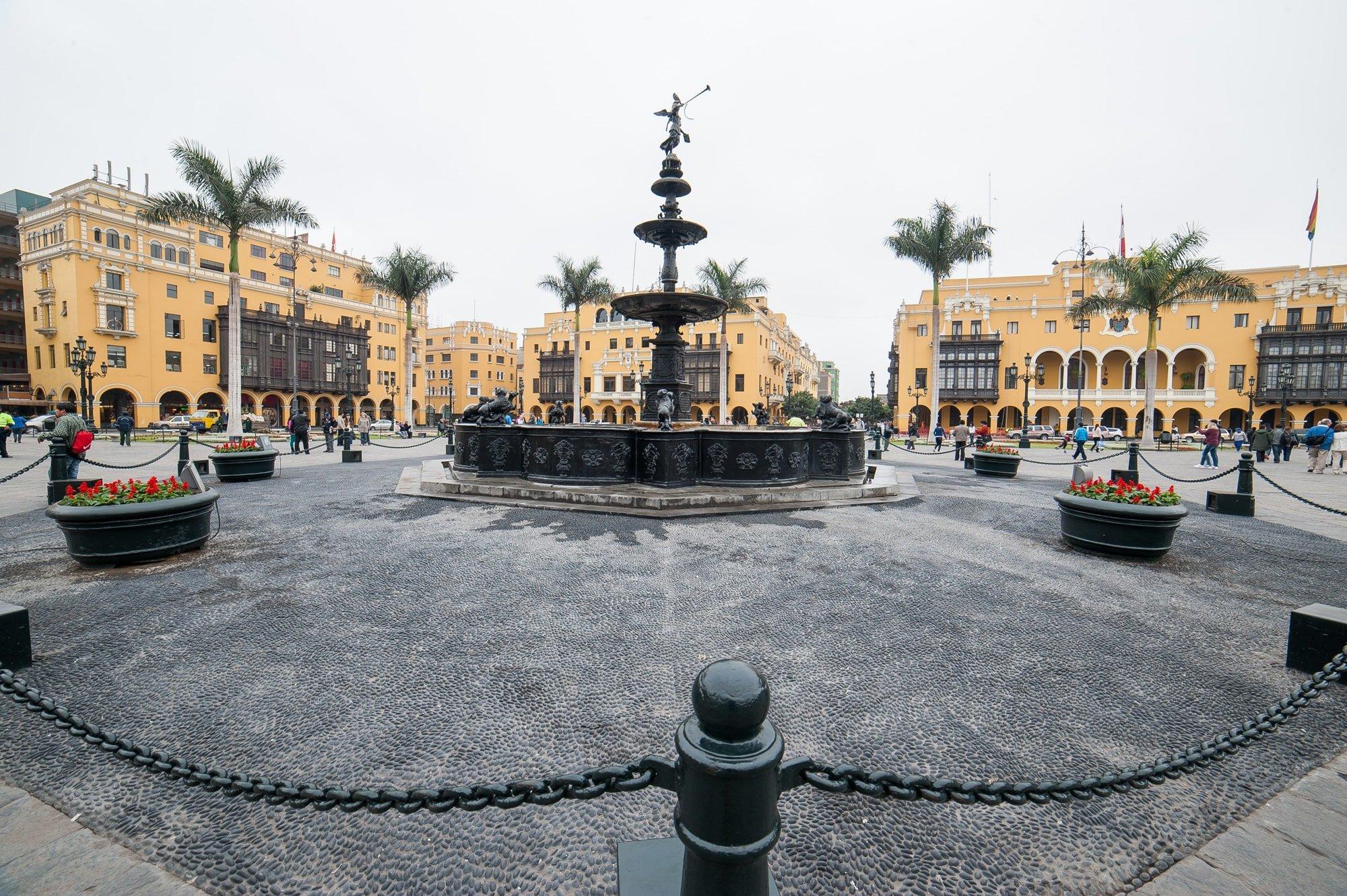 Plaza de Armas de Lima - mejores paquetes vacacionales a Perú