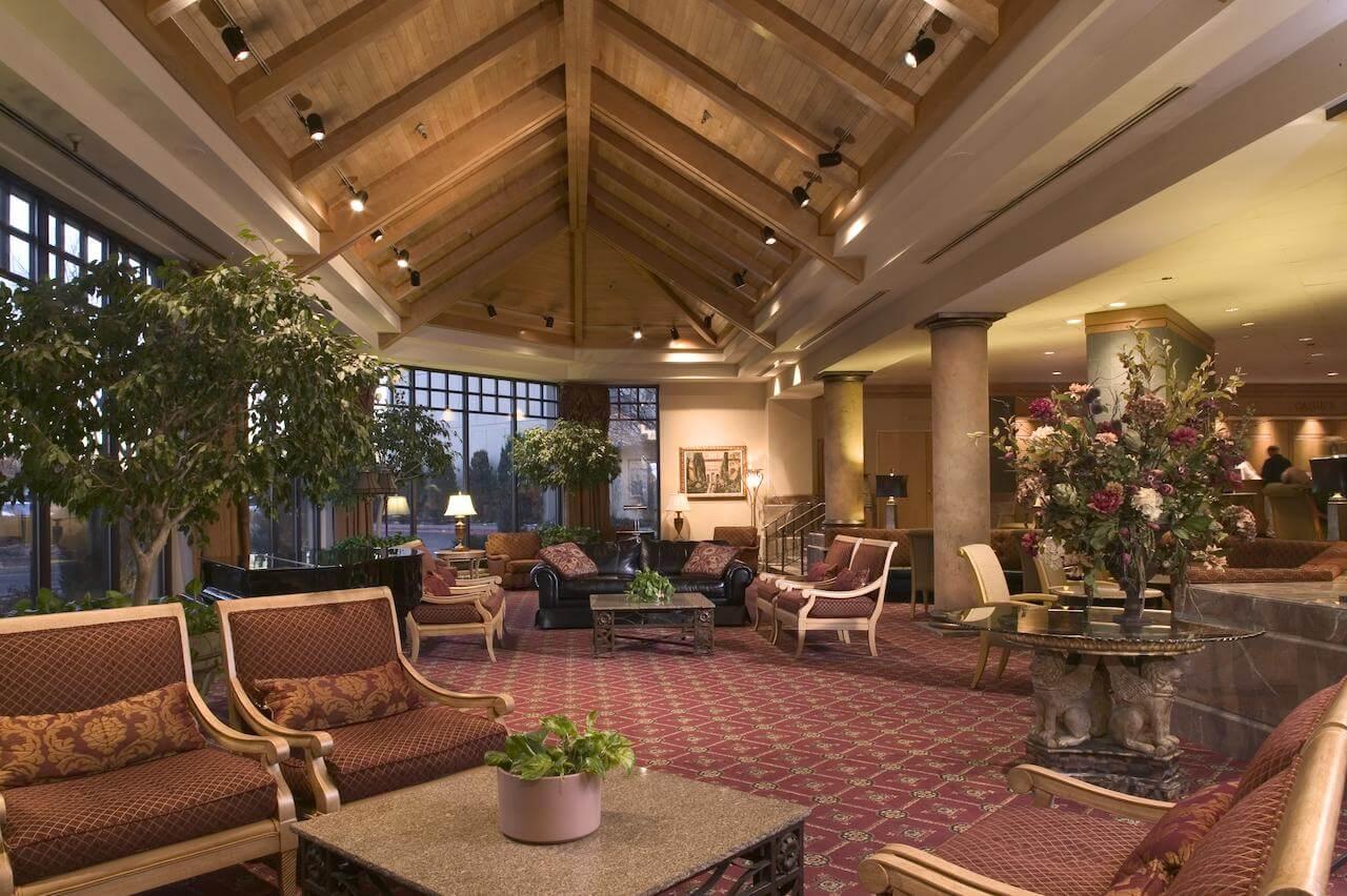 Lobby del Double Tree by Hilton Hotel Denver - mejores paquetes vacacionales a Denver