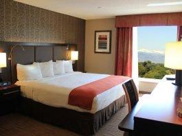 Habitación con vista panorámica del Holiday Inn Denver-Cherry Creek - mejores paquetes vacacionales a Denver