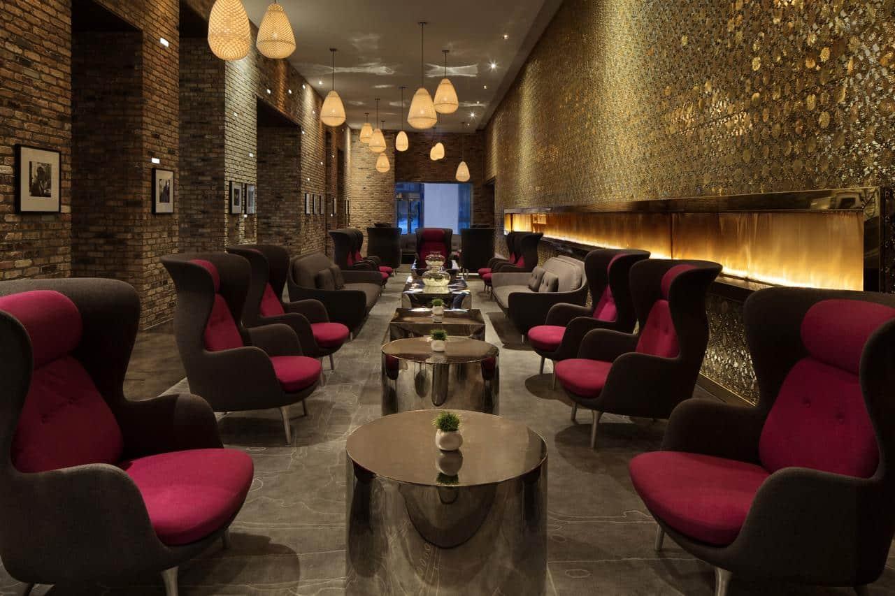 Lounge del Radisson Blu Aqua Hotel Chicago - mejores paquetes vacacionales a Chicago