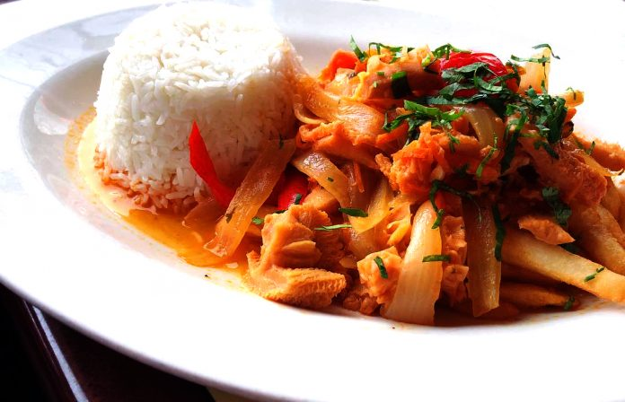 El mondongo a la italiana con arroz de guarnición - platillos típicos de perú