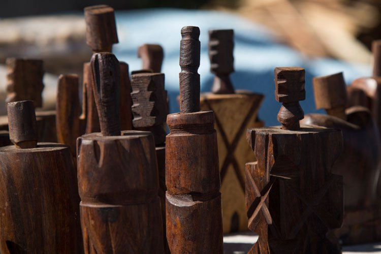juguyetes de madera en las Barrancas del Cobre