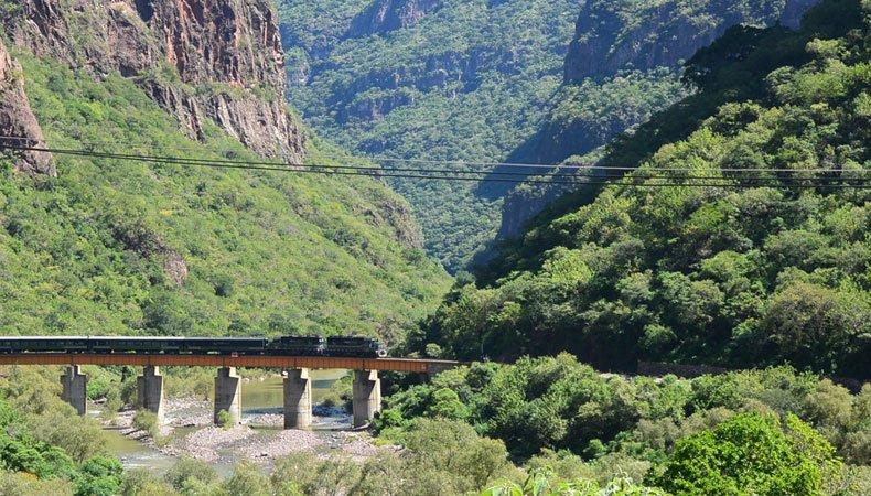 Tren chepe en Barrancas del Cobre